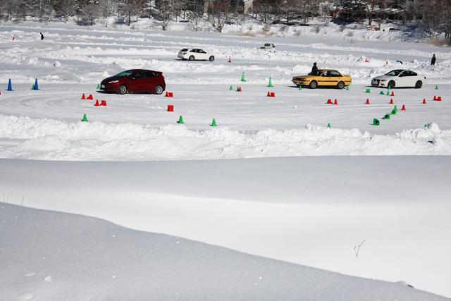 氷上運転によるドライビングスクール