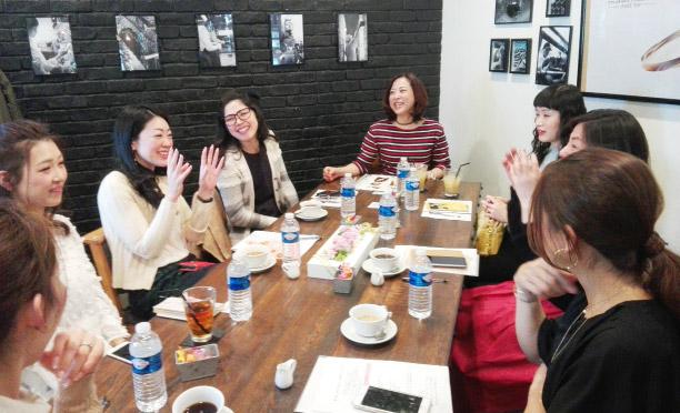 女性がサングラスをかける時 ミーティング